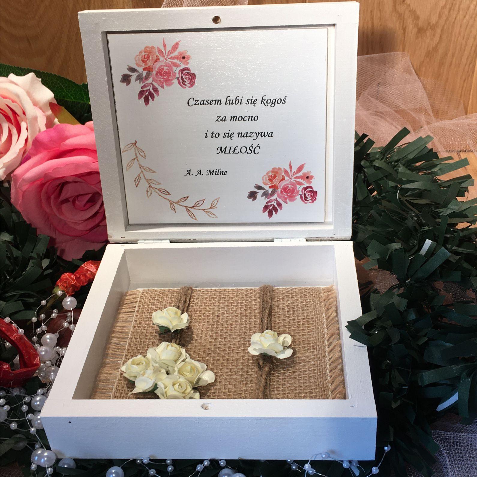 Środek pudełka róże