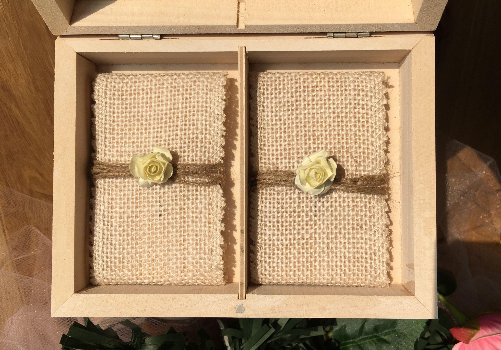 Skrzynka na obrączki prostokątna z różami