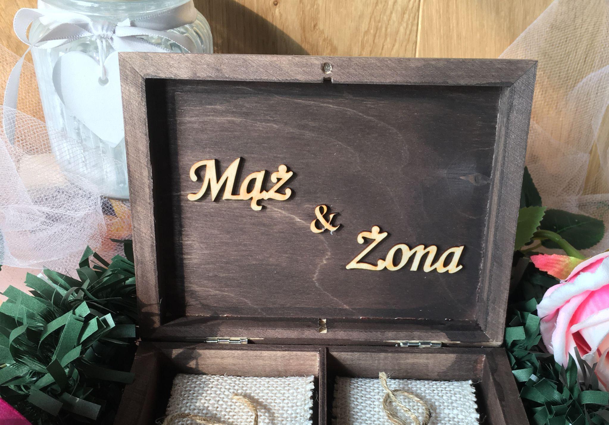Skrzynka na obrączki prostokątna z napisem Mąż i Żona